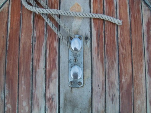 wooden-deck-with-rope-1199384-640x480
